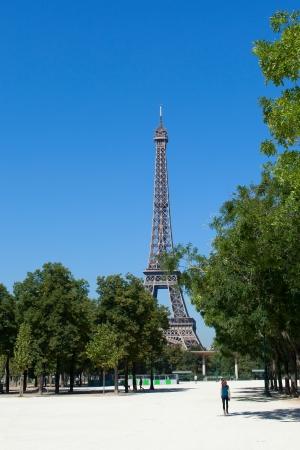 hot summer: Eiffel en un d�a caluroso de verano.
