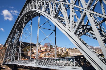 dom: Pont Dom Luis � Porto, au Portugal.