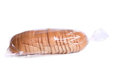 bolsa de pan: Pan rebanado en la bolsa de pl�stico aislado en blanco.