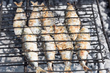 Coocing of fish in barbeque.