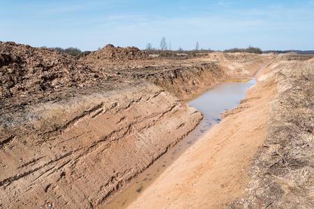 New agricultural ditch. Foto de archivo - 99661122