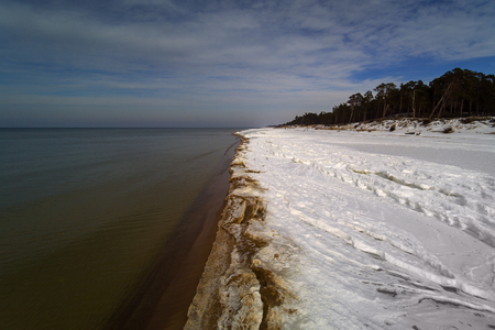 Baltic sea cost in winter, Bernati, Latvia. 免版税图像