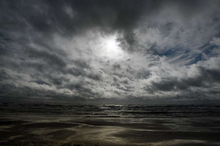 Gray Baltic sea in autumn time. Banque d'images