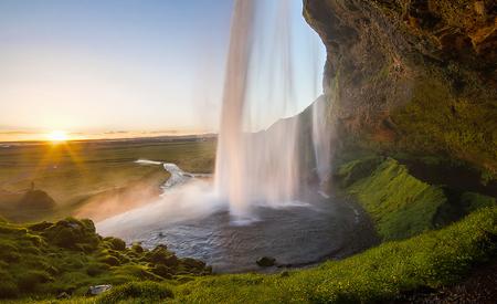 Huge and dramatic waterfall during sunset, Seljalandsfoss, Iceland 版權商用圖片