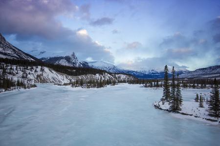 Big Frozen River in Banff National Park, Canada 版權商用圖片