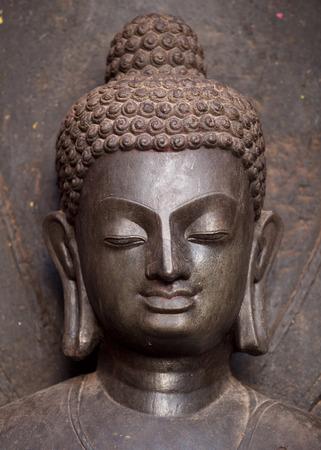 cabeza de buda: La paz y la armonía. La cabeza de Buda estatua. Se trata de una estatua antigua que se hace de la piedra monolítica alrededor del siglo séptimo. Situado cerca de la estupa Swayambhunath en Katmandú Nepal.