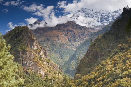 Mooi berglandschap. Gevangen in Nepal, Everest regio.