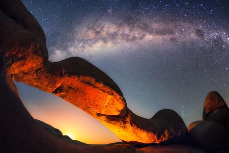 Spitzkoppe is een eilandmassief in de Namibische woestijn en de bergen zijn van vulkanische oorsprong. Stockfoto