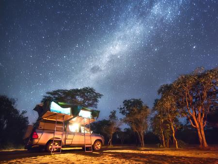 Namibië, camping dichtbij San People (Bushmen) dorp Stockfoto - 82872572