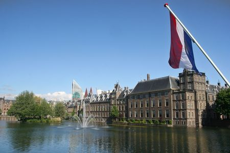 Dutch parliament buildings with dutch flag Stockfoto