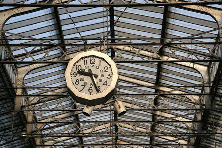 Station klok in Parijs. Gare de l'Est. Stockfoto