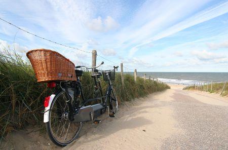Tandem fiets op het strand