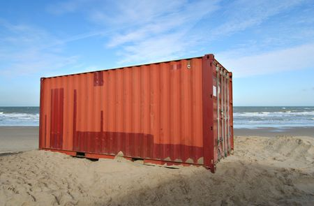 Cargo container op het strand