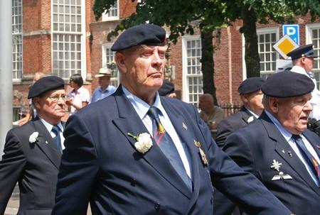 defile: Veteraan op het Veteranen defile op Veteranendag in Den Haag