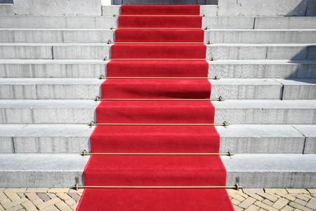 Red carpet op de trappen van het stadhuis Stockfoto