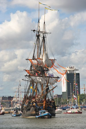 AMSTERDAM, AUGUST 19, 2010: Historic galleon Gotheborg at Sail 2010 in Amsterdam, Holland on august 19, 2010 Stock Photo - 7659969