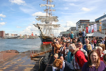 AMSTERDAM, AUGUST 19, 2010: Crowd watching the tall ships sail by at Sail 2010 in Amsterdam, Holland on august 19, 2010 Stock Photo - 7659981