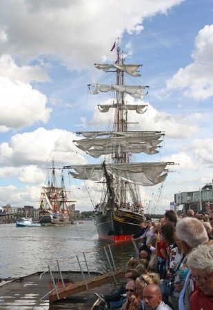 AMSTERDAM, AUGUST 19, 2010: Tall ship 'Stad Amsterdam' and Swedish ship 'Gothborg at Sail 2010 in Amsterdam, Holland on august 19, 2010 Stock Photo - 7659971