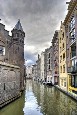 Historische panden op Amsterdamse gracht Stockfoto
