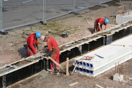 Werknemers in de bouw op een bouw plaats. Foto genomen in Den Haag, Holland op 13 maart 2007.