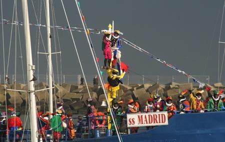 Santa Claus arrives by boat at Santa Claus festival. Picture taken on November 17, 2007 in Scheveningen, Holland. intocht in Scheveningen