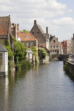 brugge: Canal and houses in the historical center of Bruges, Belgium Stock Photo