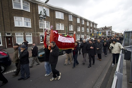 martyr: THE HAGUE, HOLLAND - DECEMBER 5: Shiite muslims carry Hussayns coffin in the parade of the Ashura festival on December 5, 2011 in The Hague, Holland Editorial
