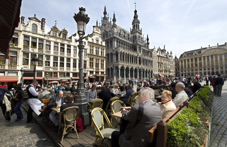 Brussels, Belgium - May 5, 2011: People sit on an outside cafe terrace Grand Place in Brussels, Belgium on on May 5, 2001. Sajtókép