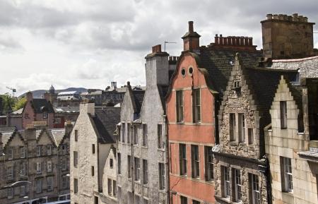 house gables: Gables y techos de las casas hist�ricas en Edimburgo, Escocia, Reino Unido