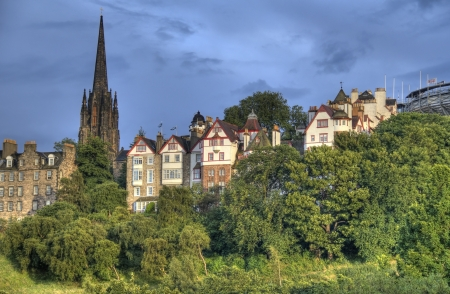 princes street: View of Edinburgh old city with the tower of the Parish Church of Saint Cuthbert above the trees of Princes Street Gardens Stock Photo
