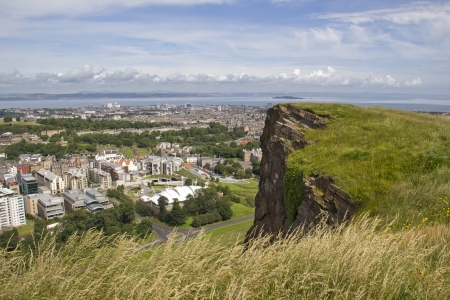 scottish parliament: View over Edinburgh from Salisbury Crags in Holyrood Park, with below the Scottish Parliament
