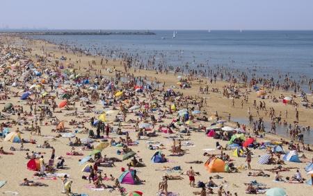 Summer drukte op het strand op 18 augustus 2012 op Scheveningen, Nederland