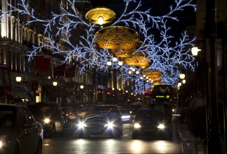 London, UK - December 29, 2012:Traffic of cars and taxi Stock Photo - 17765171