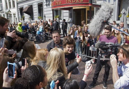 THE HAGUE, HOLLAND - MAY 3: Harry Styles of the boyband One Direction leaves Hotel des Indes among a crowd of teenage fans in The Hague, Holland on May 3, 2013 Stock Photo - 19762998
