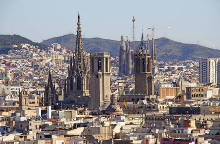 barcelona cathedral: View from the memorial column for Columbus of the cityscape of Barcelona with the Barcelona Cathedral and the Sagrada Familia cathedral in Spain