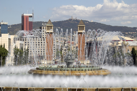 espanya: Magic Fountain on the steps to the National Art Museum of Catalonia in Barcelona, Spain Editorial