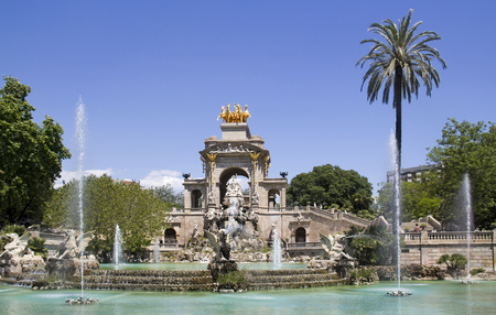 palmtrees: The fountain and palmtrees in the city park, Parc de la Ciutadella, in Barcelona, Spain Stock Photo