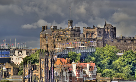 scottish flag: Castello di Edimburgo e il Military Tattoo visto da Calton Hill
