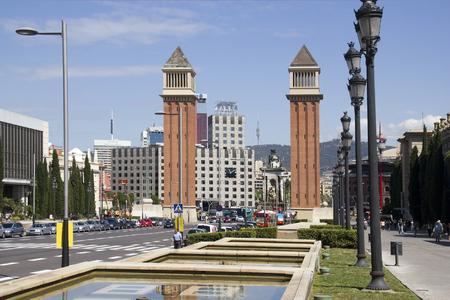 バルセロナ, スペイン - 2015 年 5 月 24 日: 2015 年 5 月 24 日にスペインのバルセロナで画期的な記念碑とカタルーニャ スペインの観光客。 報道画像