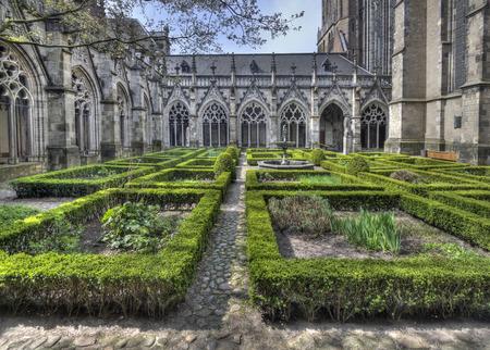 네덜란드 위트레흐트 대성당의 회랑 정원