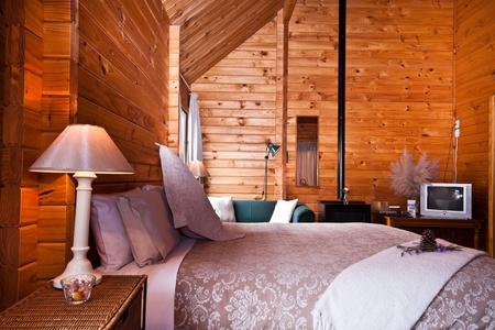 Nice warm interior of mountain lodge apartment. Fox Glacier Lodge, Fox Glacier, West Coast, South Island, New Zealand. Stockfoto