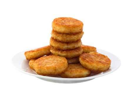 hash browns: Patate fritte su piastra bianca