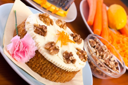 carrot cake: Close up of table with delicious whole carrot cake, walnuts and carrots. Stock Photo