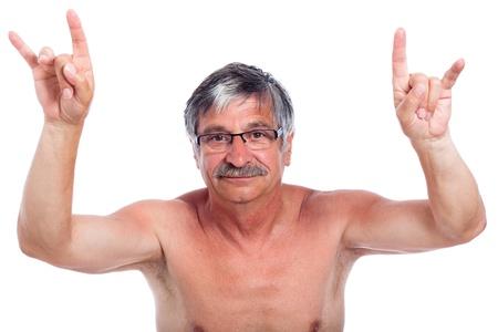 falta de respeto: rebelde media anciano se�alando, aislados en fondo blanco. Foto de archivo
