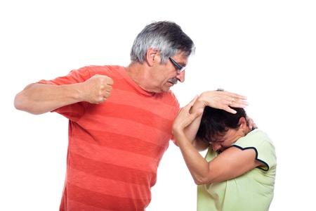 conflictos sociales: Concepto de violencia dom�stica abuso, foto de hombre agresivo y mujer infeliz, aislado en fondo blanco. Foto de archivo