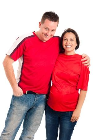 homme enceinte: Portrait de jeune couple souriant enceinte, isolé sur fond blanc.