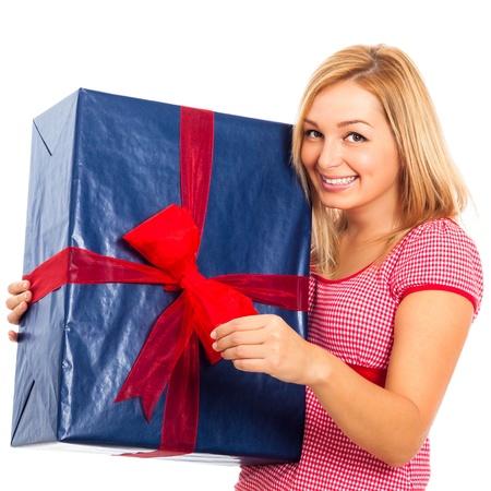 REGALOS DE REYES PARA LOS FORER@S... 15891975-joven-y-bella-mujer-rubia-feliz-con-caja-de-regalo-grande-azul-aislados-en-fondo-blanco