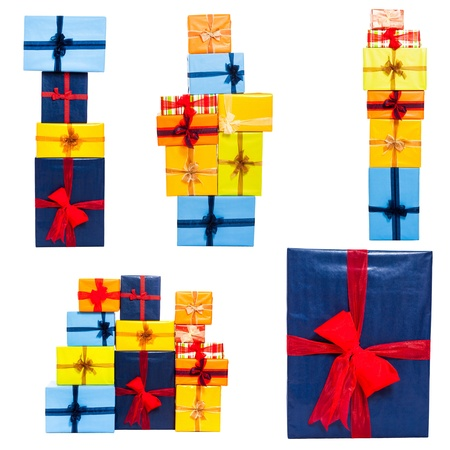 Raccolta di molti contenitori di regalo con il nastro colorato, isolato su sfondo bianco. Archivio Fotografico - 16025872
