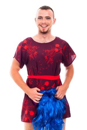 transexual: Retrato de feliz celebraci�n travesti riendo peluca azul, aislados en fondo blanco. Foto de archivo