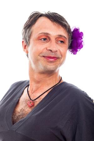 transexual: Primer plano de hombre feliz orgulloso travesti travesti, aislados en fondo blanco.